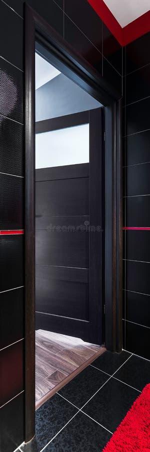 Öppna badrumdörren royaltyfria foton
