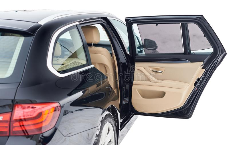 Öppna bakdörren i modern bil arkivbild