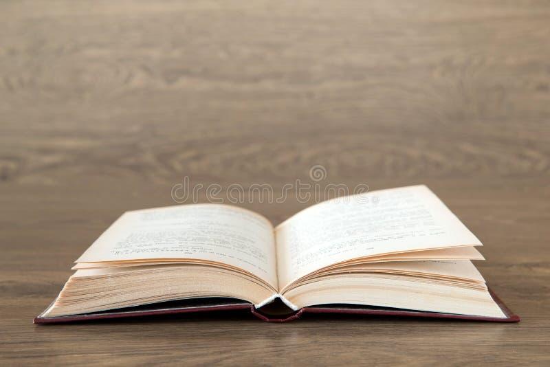 Öppna boken arkivfoto