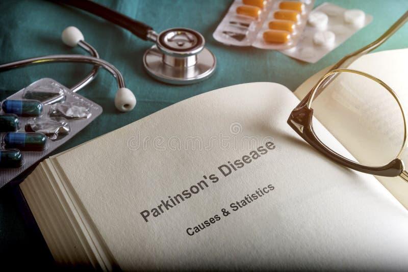 Öppna boken av sjukdomen för Parkinson ` s royaltyfri foto