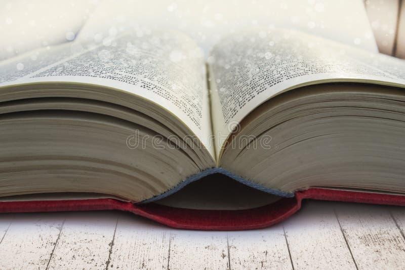 Öppna boknärbilden royaltyfri bild
