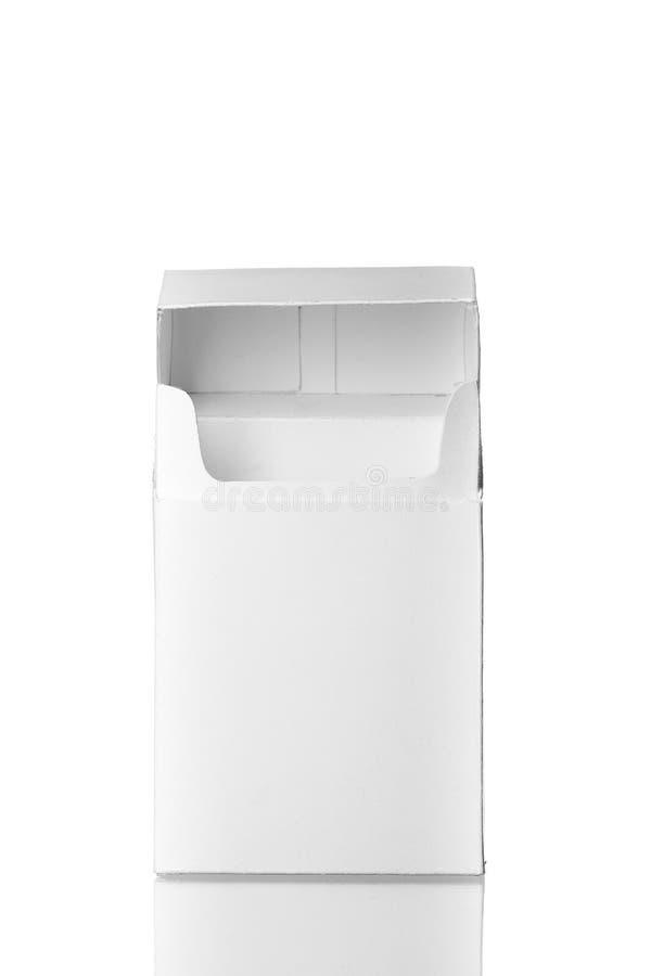 Öppna cigaretter packar utan cigaretter som isoleras på vit backgr stock illustrationer