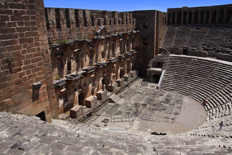 Öppna den gamla cirkelteatern Aspendos i Antalya, arkeologibakgrund. Konstruerat av den Grekland arkitekten Eenon under tid royaltyfri fotografi