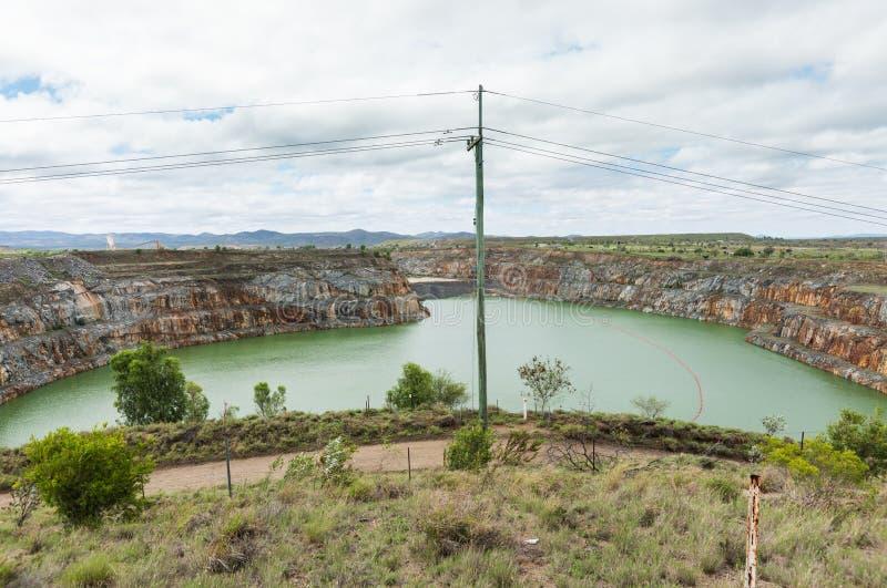 Öppna den guld- minen för snittet, Ravenswood, Queensland, Australien royaltyfria foton