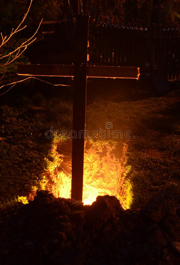 Öppna graven till helvetet arkivfoton