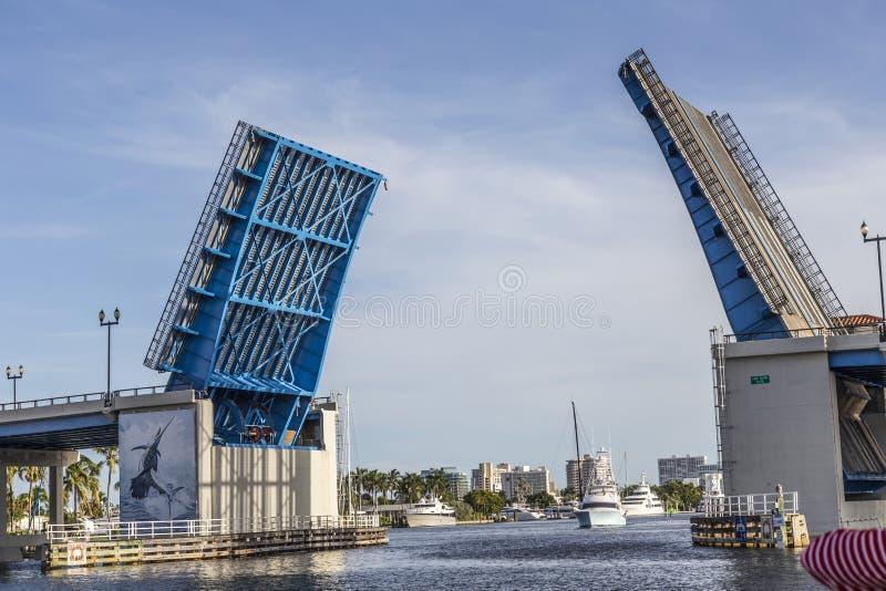 Öppna klaffbron i Fort Lauderdale royaltyfri bild