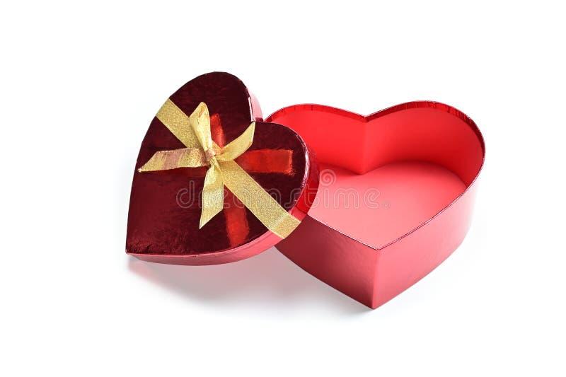 Öppna presentationsruta för röda hjärtformer med gyllene band royaltyfri bild