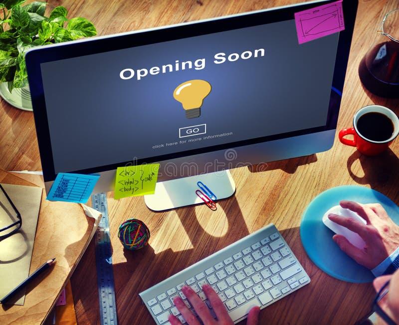 Öppna snart för advertizingreklamfilm för lansering välkommet begrepp royaltyfri foto
