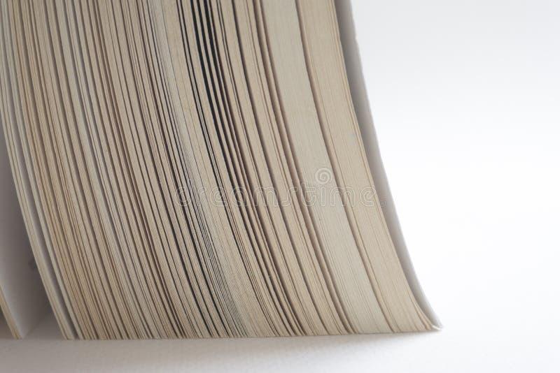 Öppna upp slutet för den gamla boken, boksidan royaltyfri foto