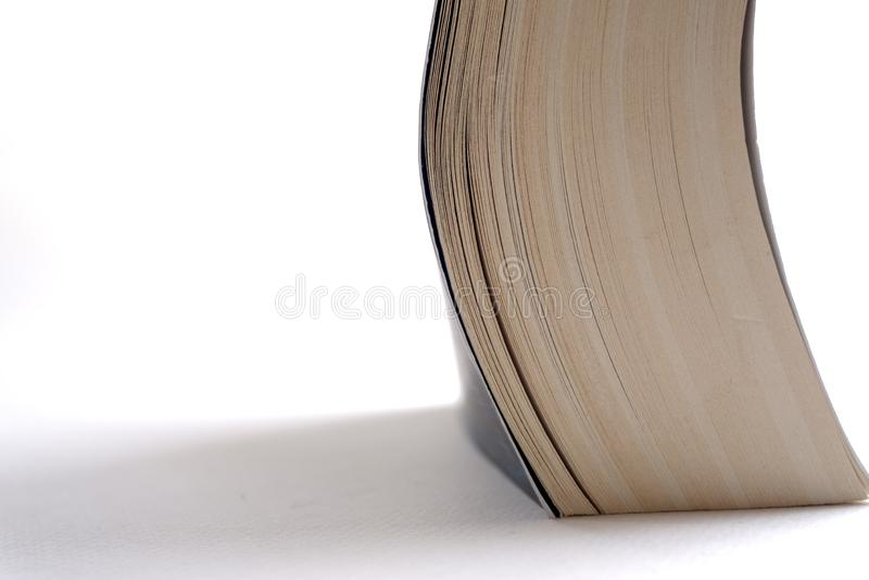 Öppna upp slutet för den gamla boken, boksidan fotografering för bildbyråer