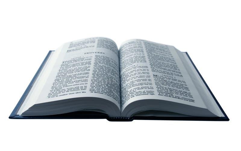 öppnad bibel arkivfoto