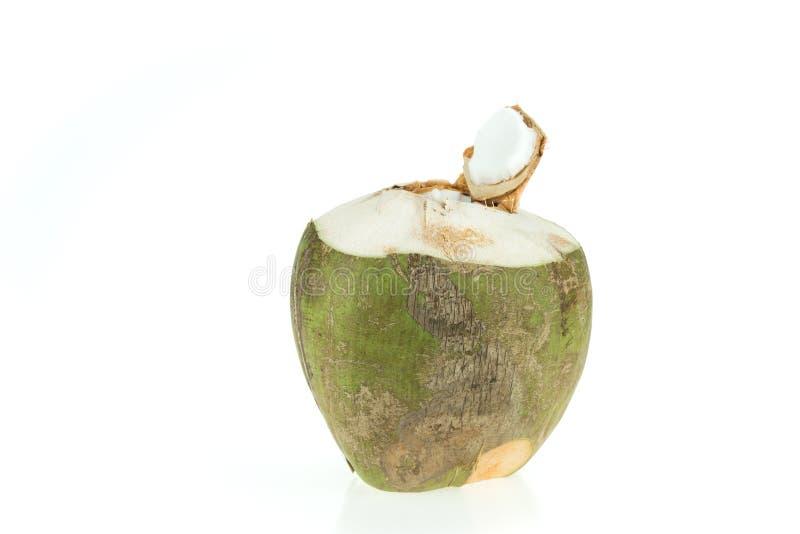 Öppnad grön kokosnöt som isoleras på vit bakgrund royaltyfri fotografi