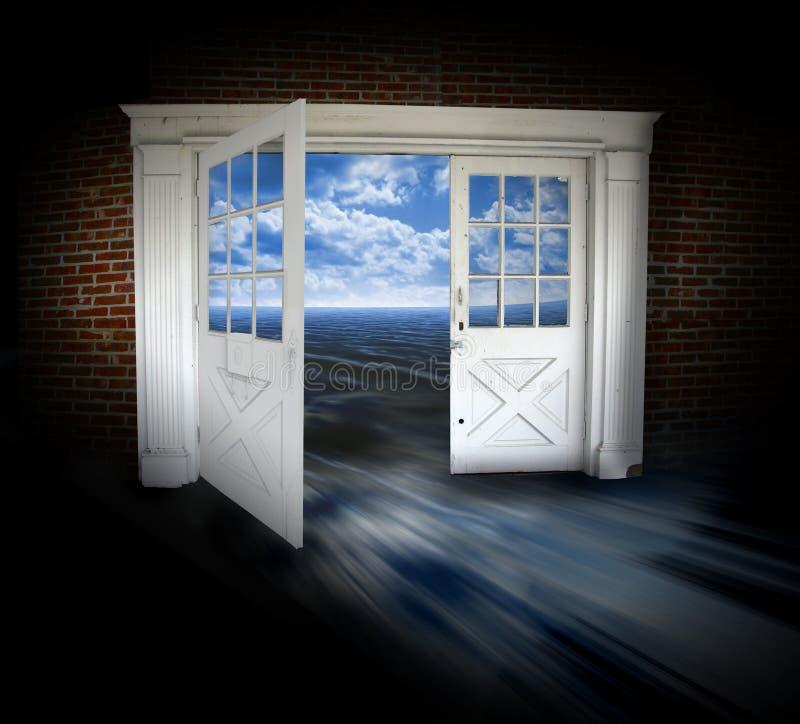 öppnade dörrar royaltyfri bild