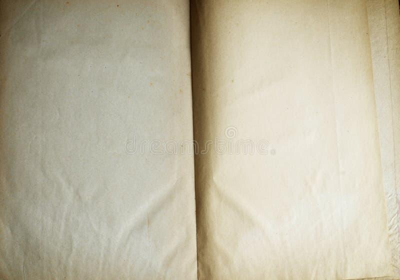 Öppnade tomma sidor för gammal bok arkivbilder