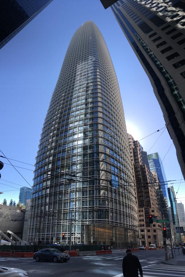 Öppnat nyligen, inte ännu färdigt, Salesforce torn, San Francisco, 3 royaltyfri foto