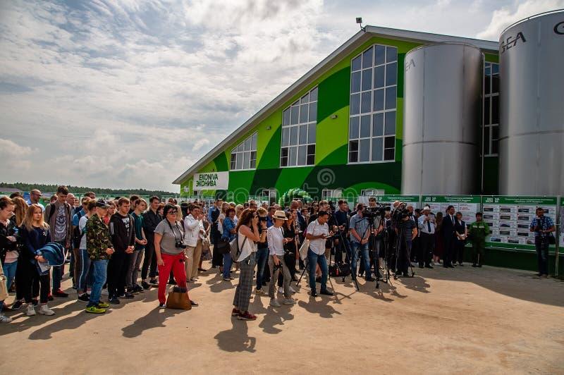 Öppning av boskapkomplexens Ulanovo 'i den Kaluga regionen av Ryssland royaltyfri foto