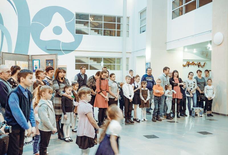 Öppning av utställningen av teckningar för barn` s royaltyfri bild