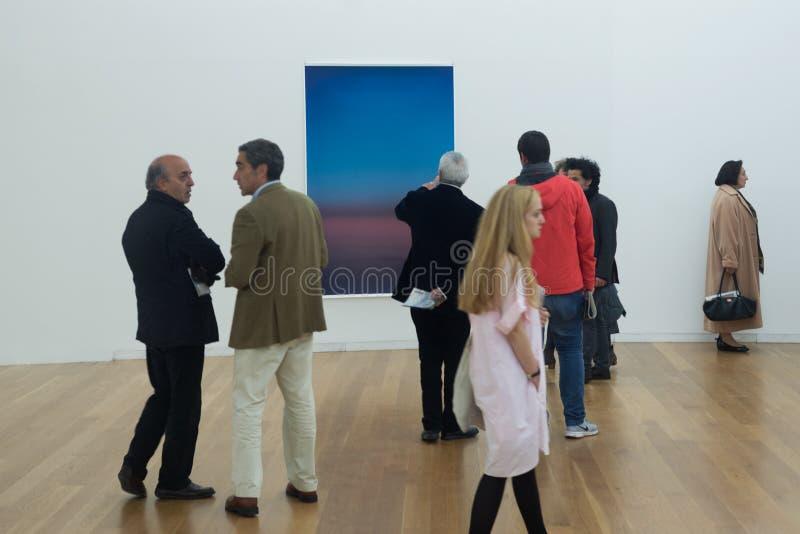 Öppning av utställningen Wolfgang Tillmans - på kanten av synlighet royaltyfri bild