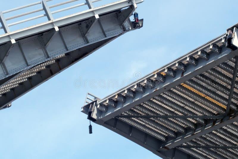 Öppning för attraktionbro över den St Joseph floden royaltyfria bilder