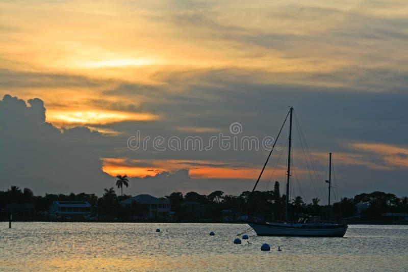 Öppning för St Lucie River på solnedgången royaltyfria foton