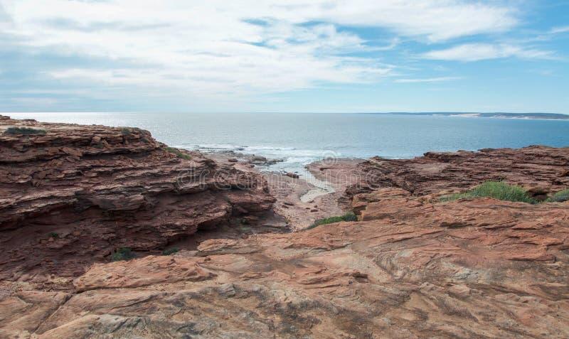Öppning på den röda rättframa stranden royaltyfri fotografi