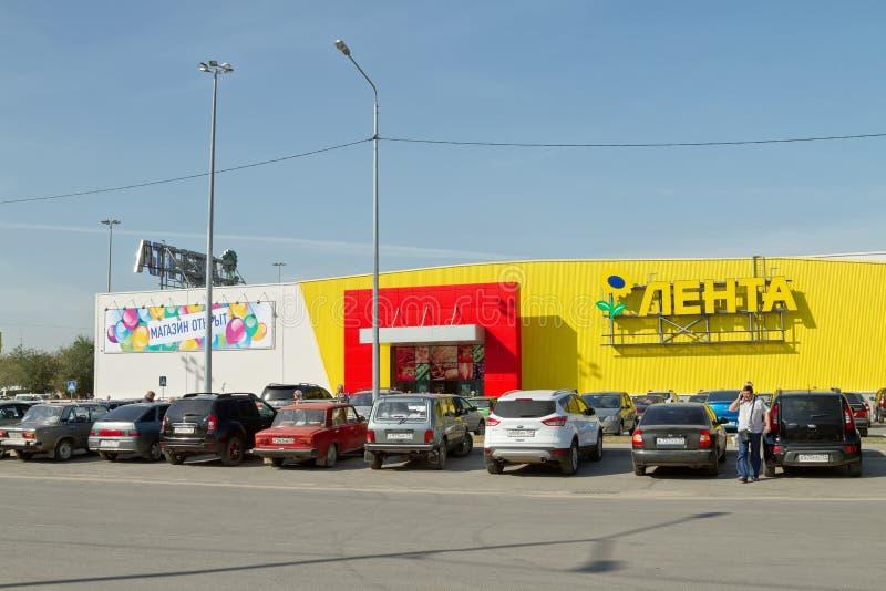 Öppningen av stormarknadbandet i söderna av Volgograd royaltyfri bild