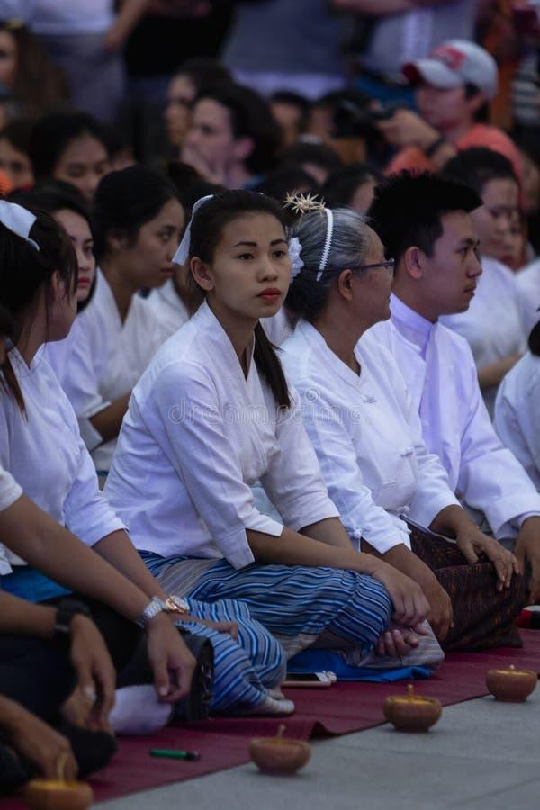 Öppningscermoni Loy Krathong och Yee Peng Festival i Chiang Ma royaltyfri fotografi