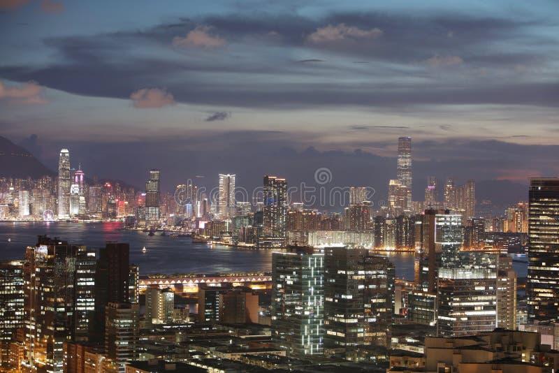 öst av den kowloon sikten av hk på skymning arkivfoton