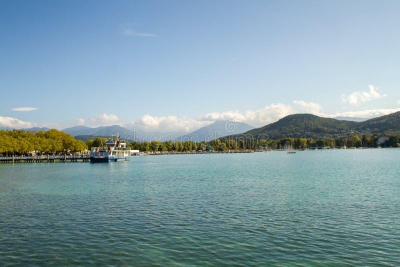 Österreich Alpiner See Wörthersee, nahe der Stadt von Klagenfurt lizenzfreies stockfoto