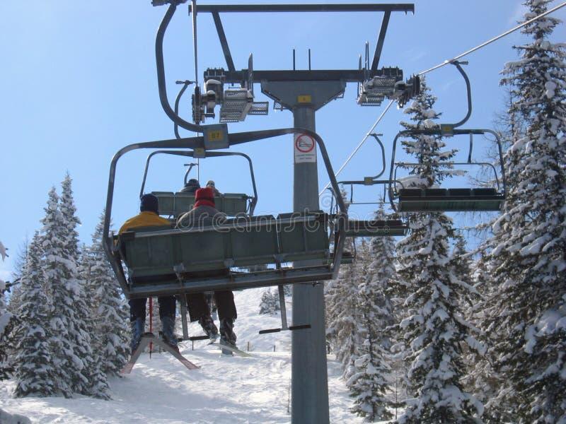 Österreich/Skifahren, Stuhlaufzug lizenzfreies stockbild