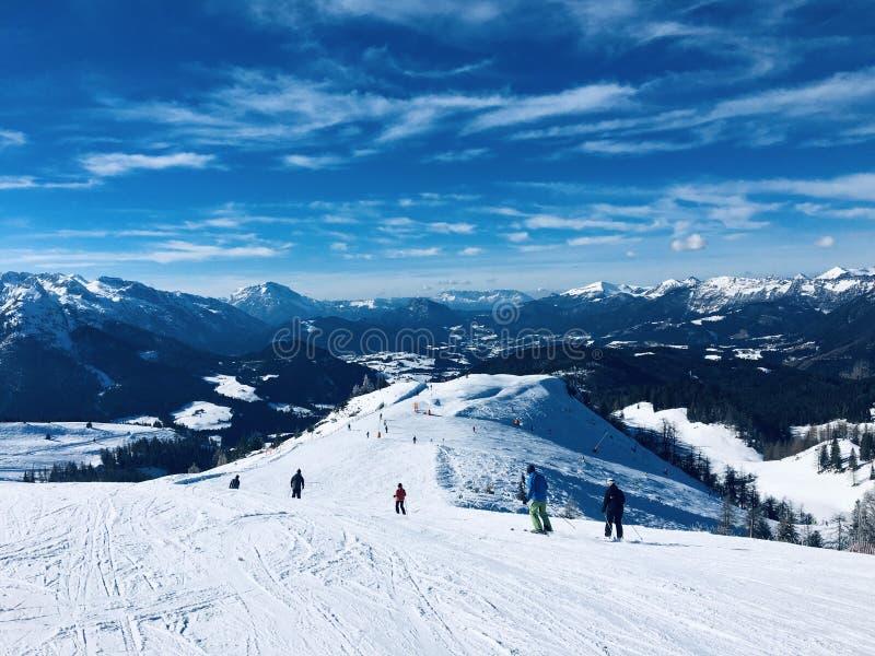 Österreich, Winterskifahren in der schönen Natur lizenzfreie stockfotos