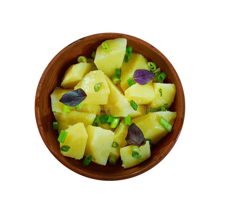 Österreichisch-ähnlicher Kartoffel-Salat lizenzfreie stockfotos