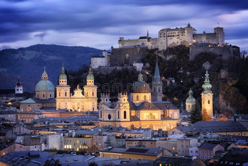 Österrike: Salzburg slott fotografering för bildbyråer