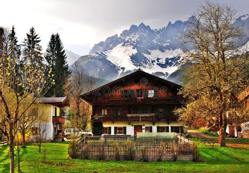 österrikiskt hus royaltyfria bilder