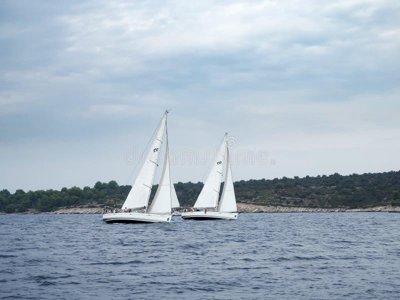 östlig avlägsen yacht för japan racerussia hav fotografering för bildbyråer