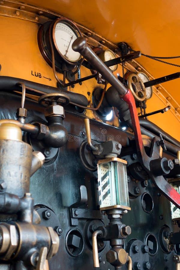 ÖSTLIG GRINSTEAD, VÄSTRA SUSSEX/UK - JULI 26: U-grupplokomotiv på arkivfoto