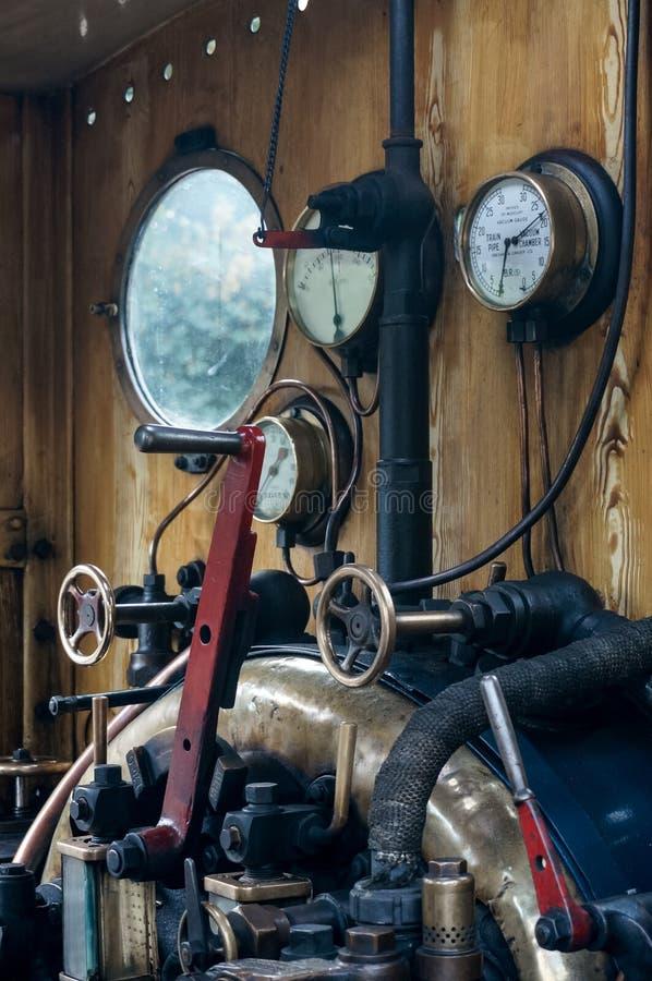 ÖSTLIG GRINSTEAD, VÄSTRA SUSSEX/UK - SEPTEMBER 8: Blåklockaångaen royaltyfri fotografi