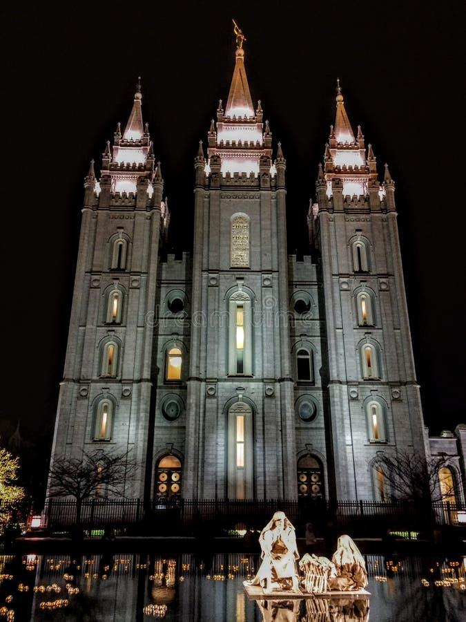 Östliga Fascade av Salt Lake City LDS mormontempel med Kristi födelse är cirkelvattensärdraget royaltyfria foton
