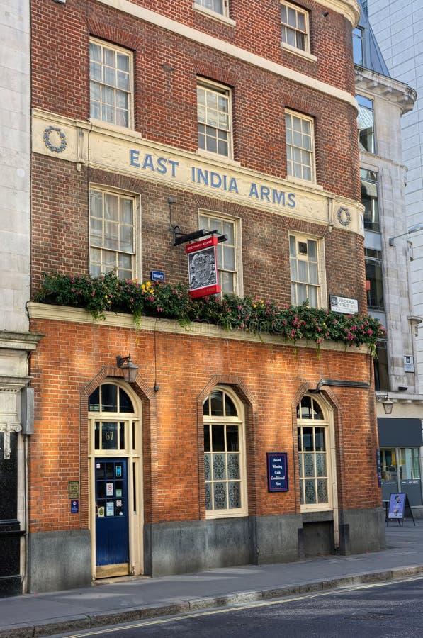 Östliga Indien armar traditionell engelsk pub London royaltyfri fotografi
