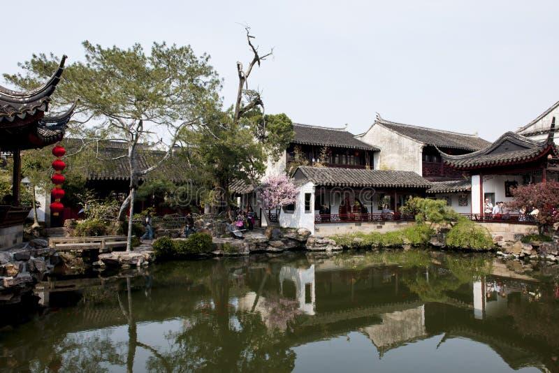 Östligt i kinesträdgård royaltyfri fotografi