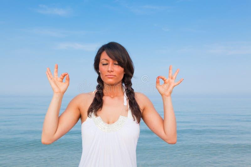 övar yoga arkivfoto