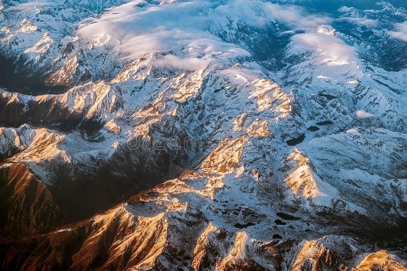 Över bergen royaltyfri bild
