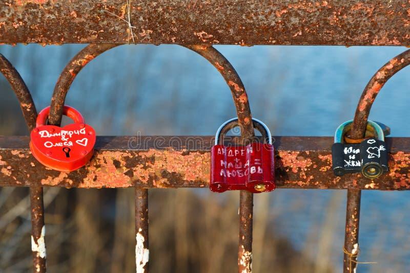 över bron älskar lås volga fotografering för bildbyråer