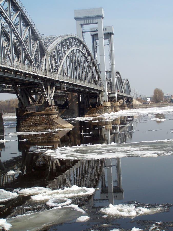över bronevafloden arkivbild