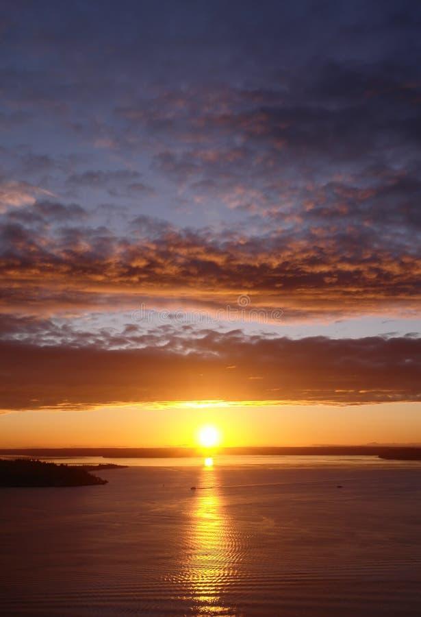 över den seattle solnedgången arkivbild