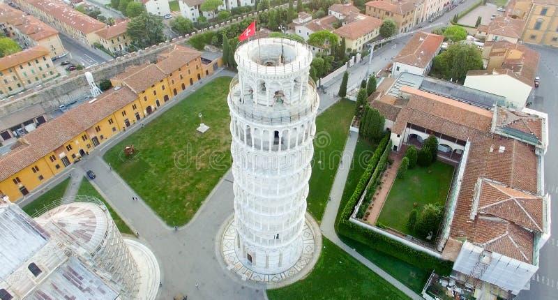 Över huvudet flyg- sikt av fyrkanten av mirakelgränsmärken i Pisa, det royaltyfri fotografi