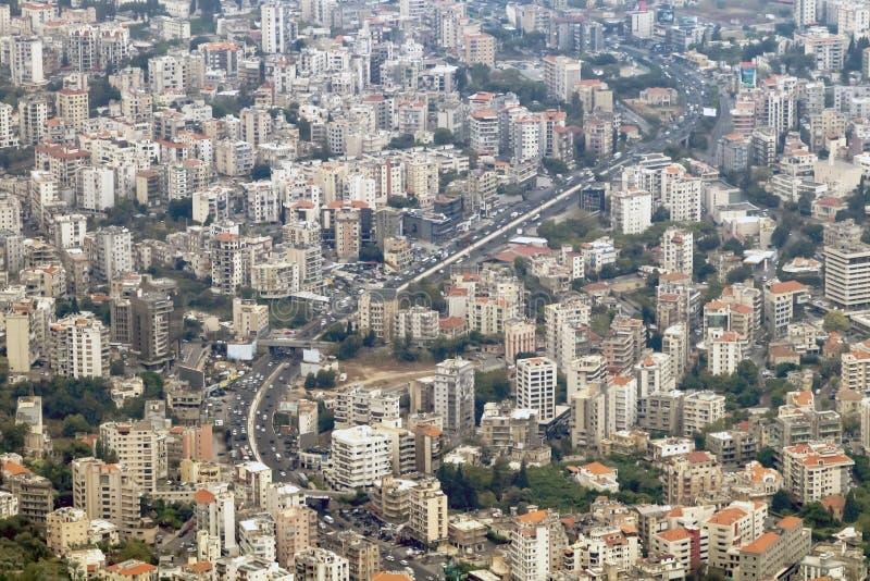 Över huvudet sikt av den Jounieh Beirut huvudvägen i Libanon royaltyfri bild