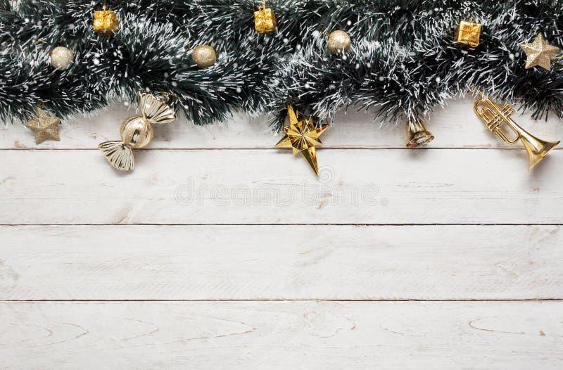 Över huvudet sikt av glad jul för tillbehör & bakgrundsbegreppet för lyckligt nytt år royaltyfria bilder