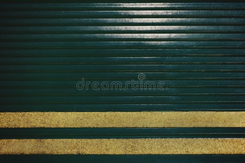 Över huvudet skott av en väg med gula linjer bakgrund arkivbilder