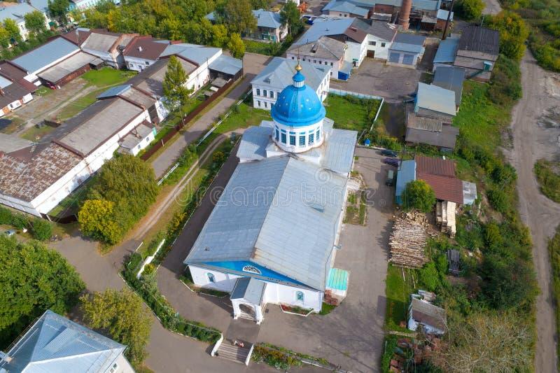 Över kyrkan av St Nicholas den flyg- granskningen Kotelnich Ryssland royaltyfria foton